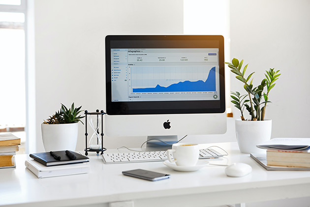 Computer with financial reporting